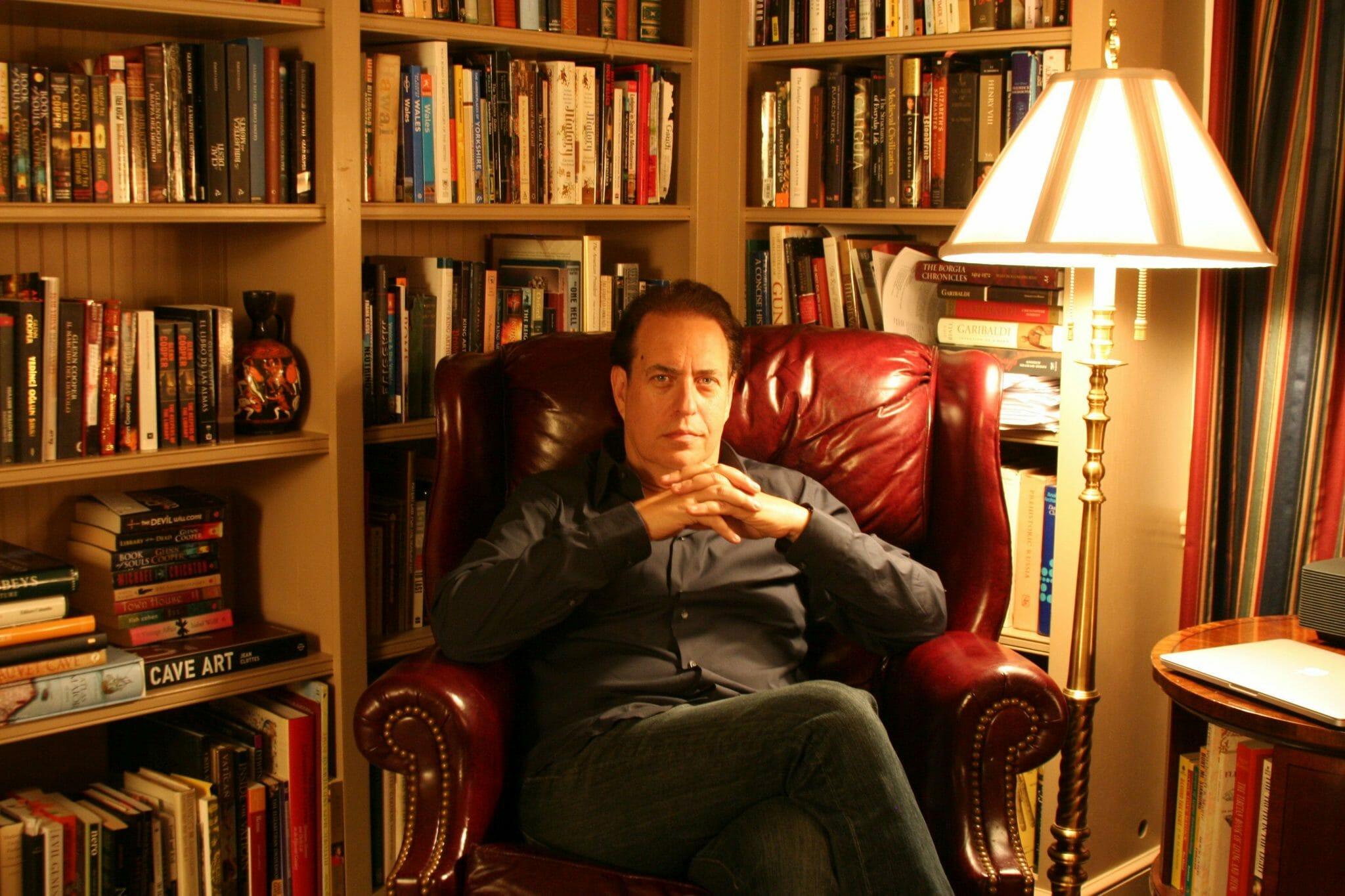 """I segreti """"svelati"""" nei romanzi di Glenn Cooper"""