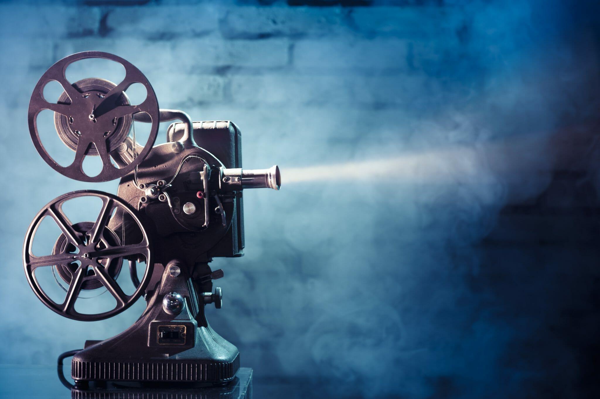 Fare da ponte tra il mondo dei libri, l'industria cinematografica e quella delle serie tv