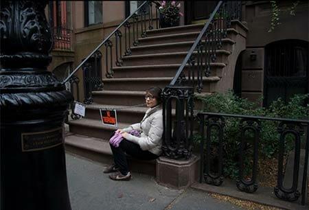 Allesia Gazzola a New York davanti alla casa di Carrie Bradshaw