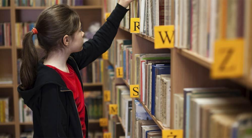 Ordinare La Credenza : Il criterio indiscutibile per ordinare la libreria di casa e un