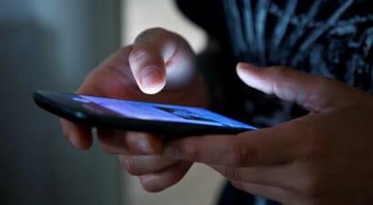 Dipendenti dai nostri smartphone: ritratto d'autore della società iperconnessa