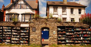 1800 abitanti e ben 40 librerie. La storia di un luogo unico al mondo