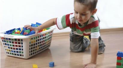 Perché non dobbiamo riempire di giocattoli i bambini