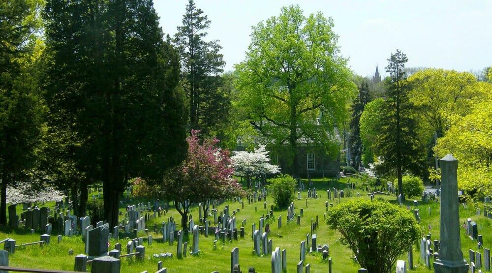 """Cimiteri """"letterari"""" in giro per il mondo: ecco dove riposano i grandi della letteratura"""
