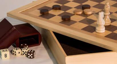 La tecnica e la creatività dietro ai giochi da tavolo svelate in un manuale