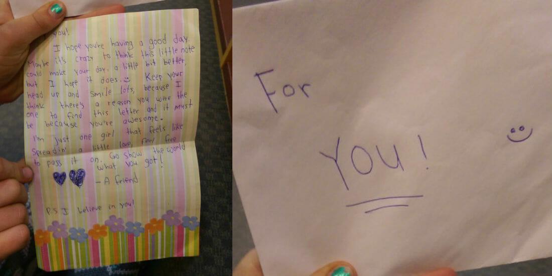 """""""Per te"""": una ragazzina trova una lettera emozionante in libreria"""