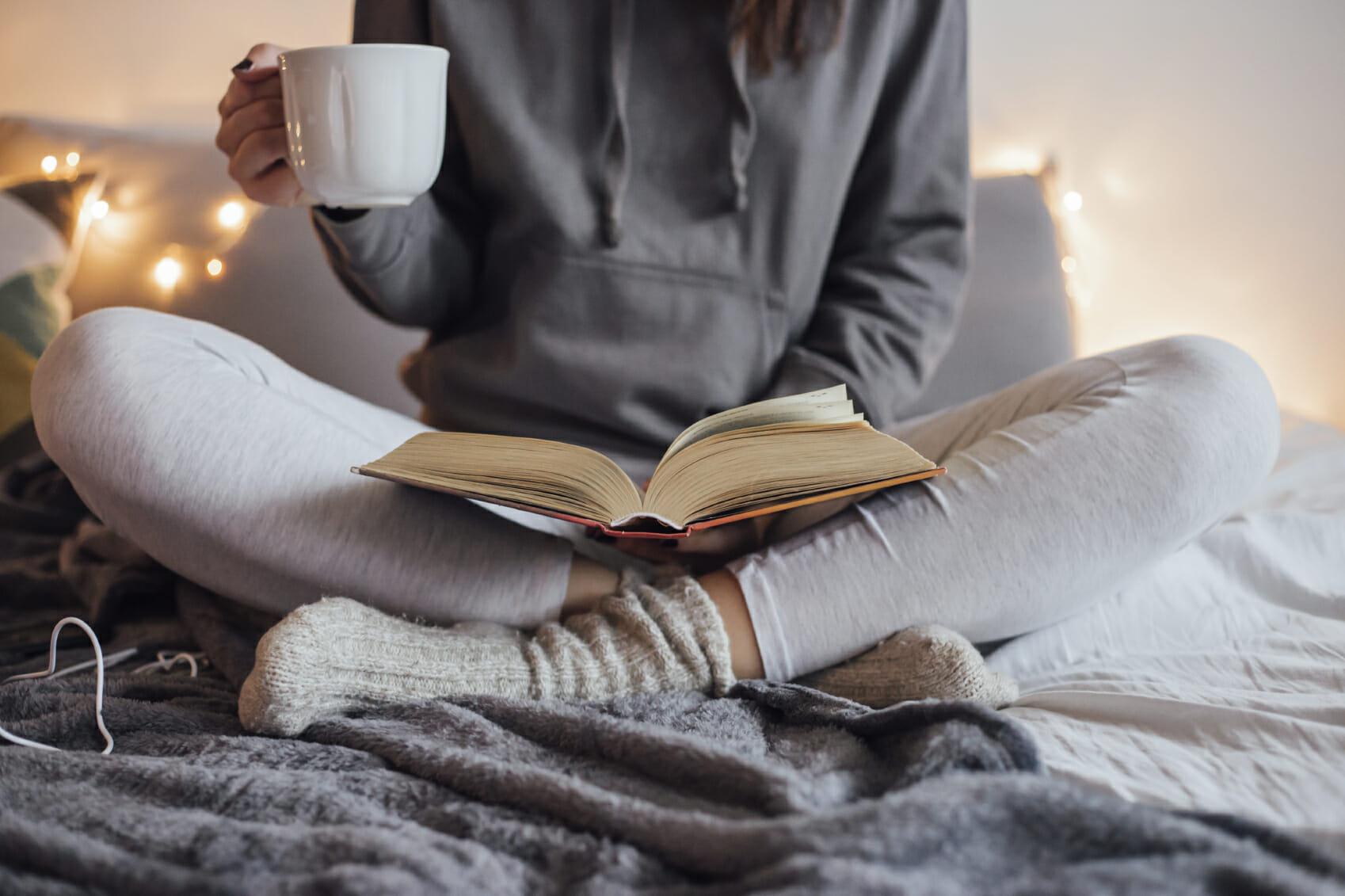 Perché spesso stare a casa - a leggere - è meglio che uscire