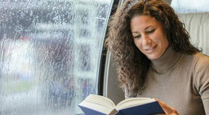 Le carrozze dei treni silenziose per leggere insieme ad altri lettori