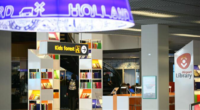 La prima biblioteca permanente in un aeroporto