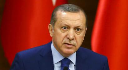 Turchia, case editrici e giornali nel mirino. Le scuole devono distruggere i libri