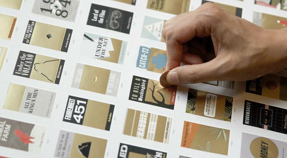 100 capolavori letterari in un poster da grattare