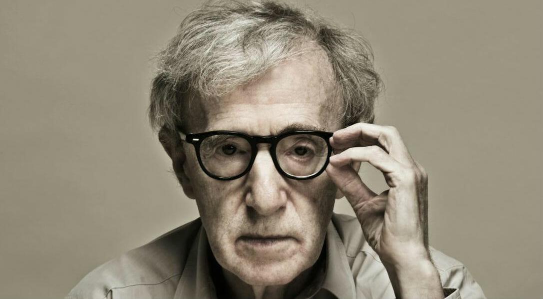 """Woody Allen torna al cinema e un libro racconta la vita del regista di """"Café Society"""""""