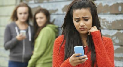 Gli adolescenti sono sempre stati così. La colpa non è dei social, ma...