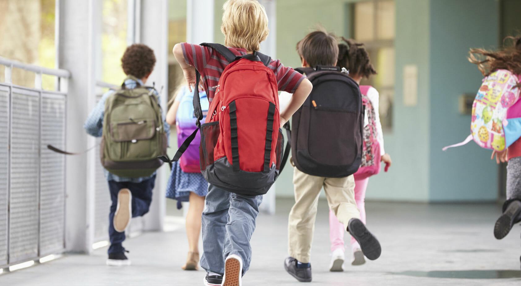 bambini studenti scuola