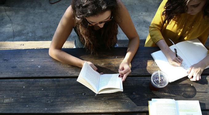 leggere lettrice libri libro lettura