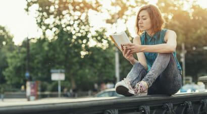 Perché, in questo mondo pieno di contraddizioni, la lettura ci viene in soccorso