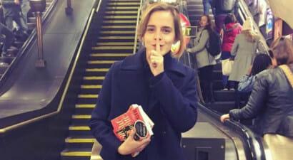 Il bookcrossing di Emma Watson, che lascia libri autografati in metropolitana