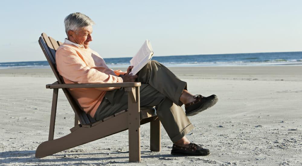 leggere lettore anziano leggere allunga la vita