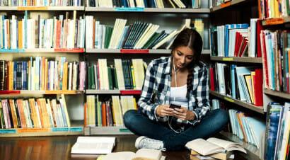 Nell'era digitale i lettori in Italia sono l'83%: possibile che siano clienti e lettori di libri