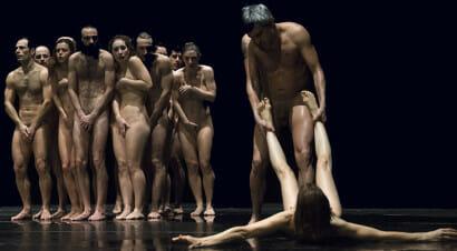 Bestie di scena. Nel nuovo spettacolo di Emma Dante l'auto-RE è nudo?