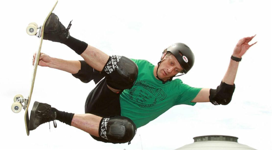 Chi è Tony Hawk, il re dello skateboard ora in libreria