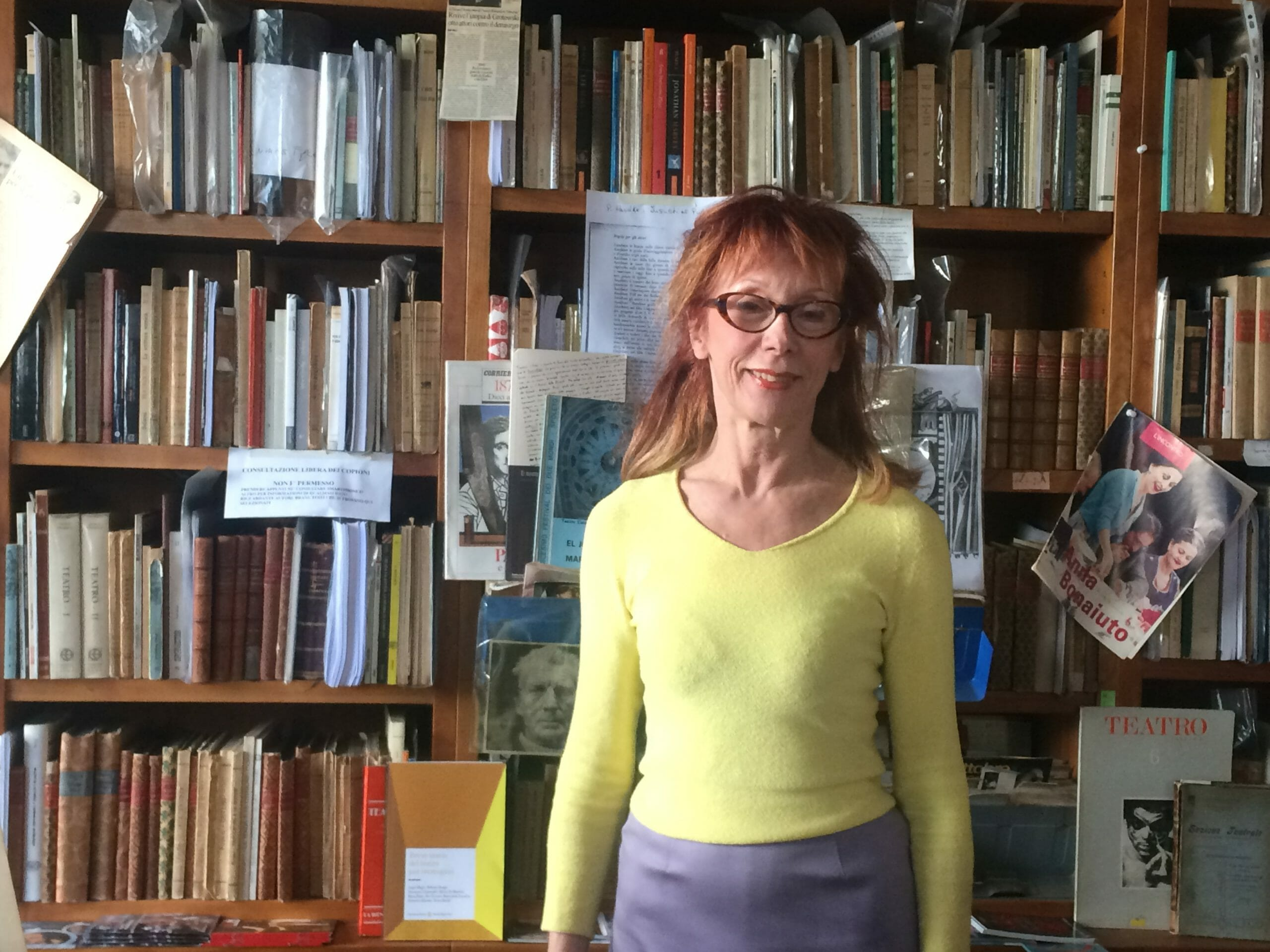 Il fascino della libreria dello Spettacolo di Milano, tra cimeli e libri rari