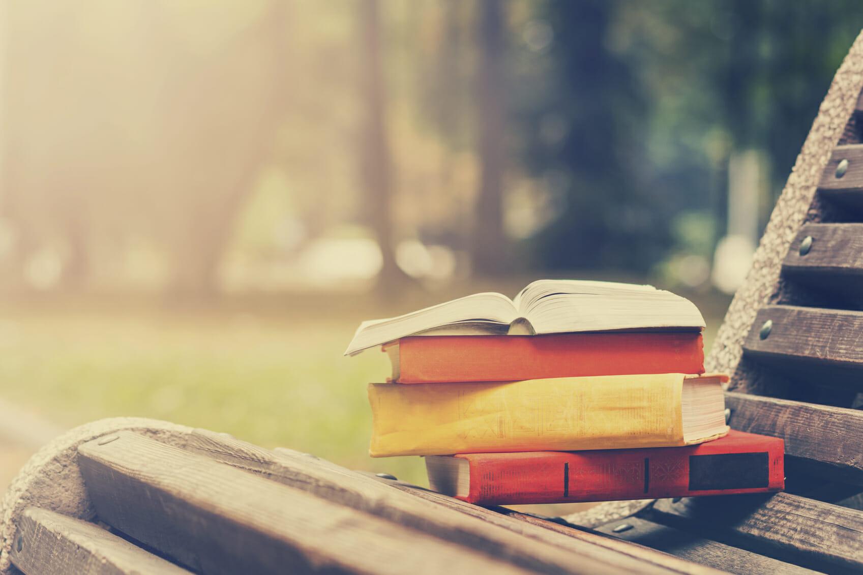 Leggere poesie, anche perché dona benessere (come quando si ascolta musica)