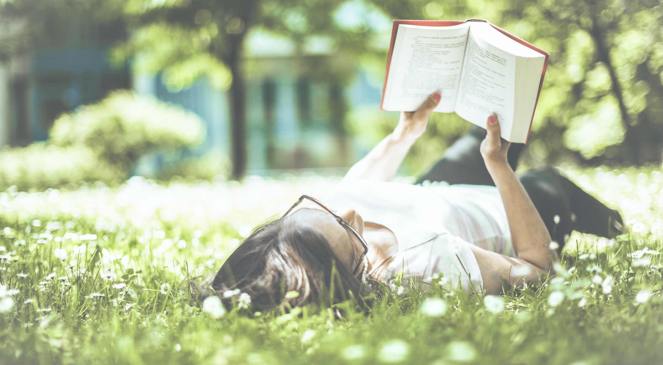 leggere lettori lettura libri donna ragazza