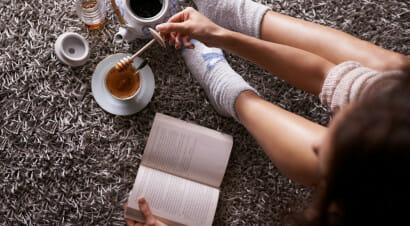 Leggere romanzi può alleviare ansia e stress. Ecco come...