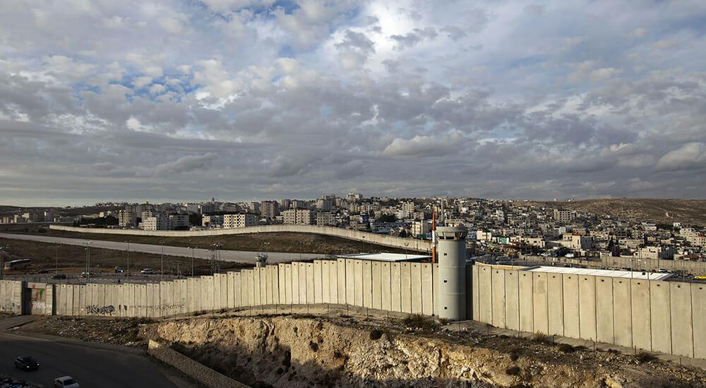 """""""Cenere e ulivi"""": grandi scrittori raccontano l'occupazione dei territori palestinesi"""
