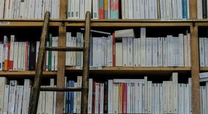 I tagli del governo alle agevolazioni per le librerie e le sale cinematografiche (oltre che per il Bonus Cultura)