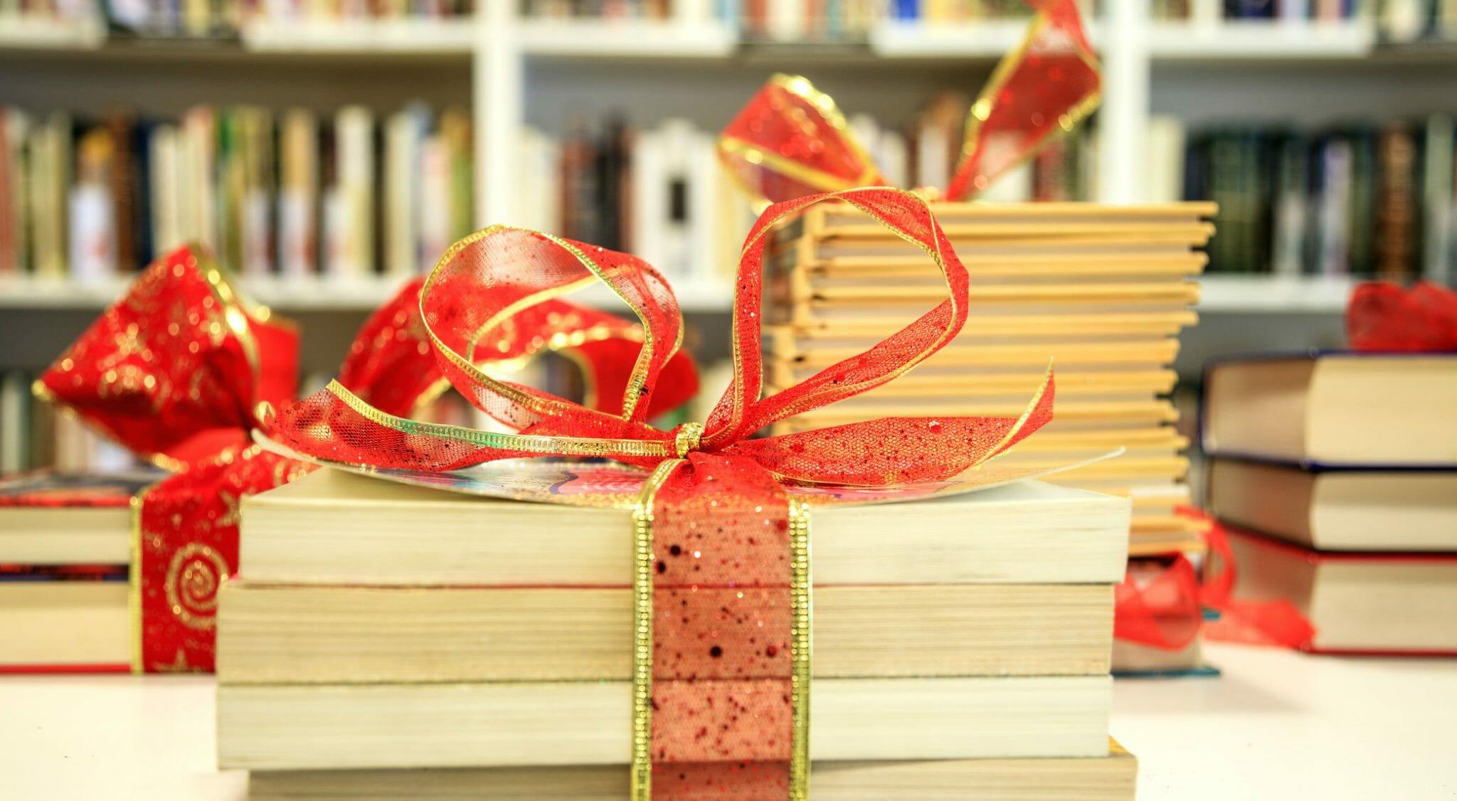 I Regali Di Natale Quando Si Aprono.Consigli Dell Ultimo Minuto Per Regalare I Libri Giusti A Natale