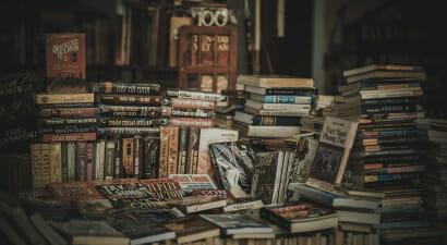 Un attimo prima che si accenda la luce: lo strano piacere della letteratura fantastica