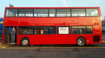 Il bus londinese pronto a portare la lettura on the road, grazie a due librai trevigiani