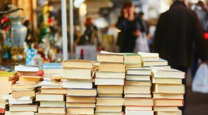 La libreria fisica è il luogo preferito dagli italiani in cui scegliere i libri: ma 7milioni ci entrano per ispirarsi e poi comprare online