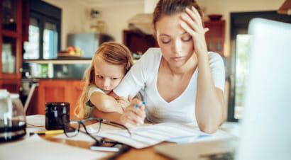 Inaccettabile che le madri siano ancora costrette a scegliere tra figli e lavoro