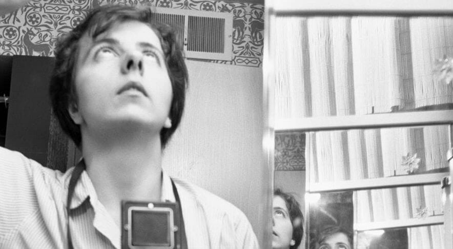 Una sinfonia di voci per raccontare Vivian Maier
