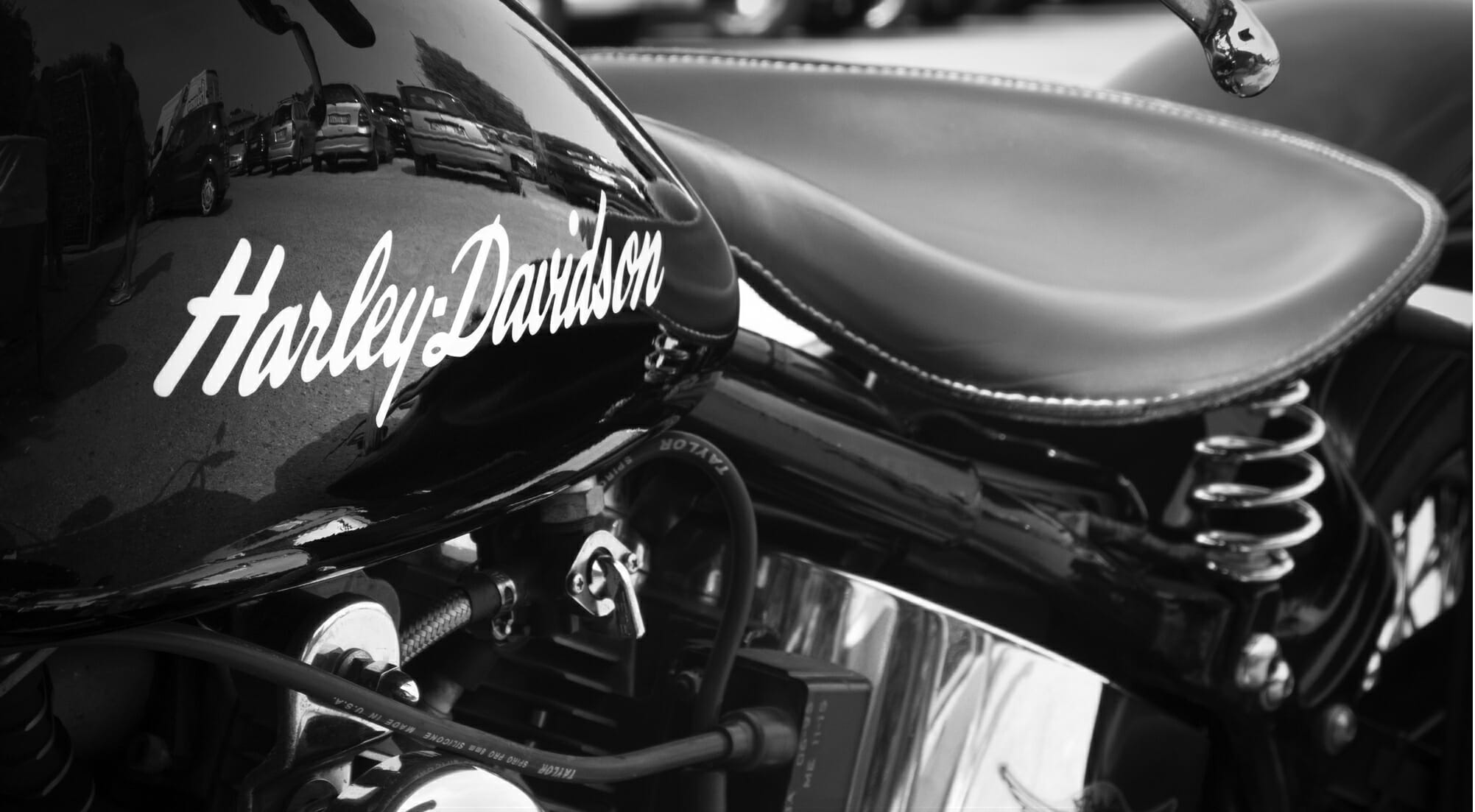 Sono un motociclista old fashion, una moto elettrica non potrà mai farmi sognare