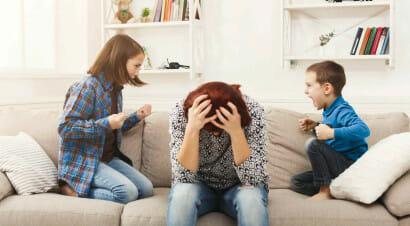 Per una madre andare a lavoro è meno stancante che occuparsi dei figli? Il commento ironico di Giada Sundas
