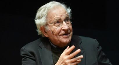 I libri e le battaglie di Noam Chomsky, linguista e attivista politico