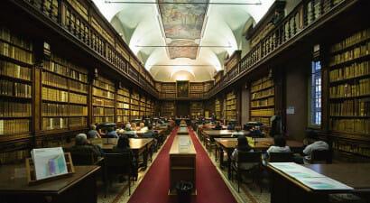 La mappa delle biblioteche di Milano aperte fino a tardi