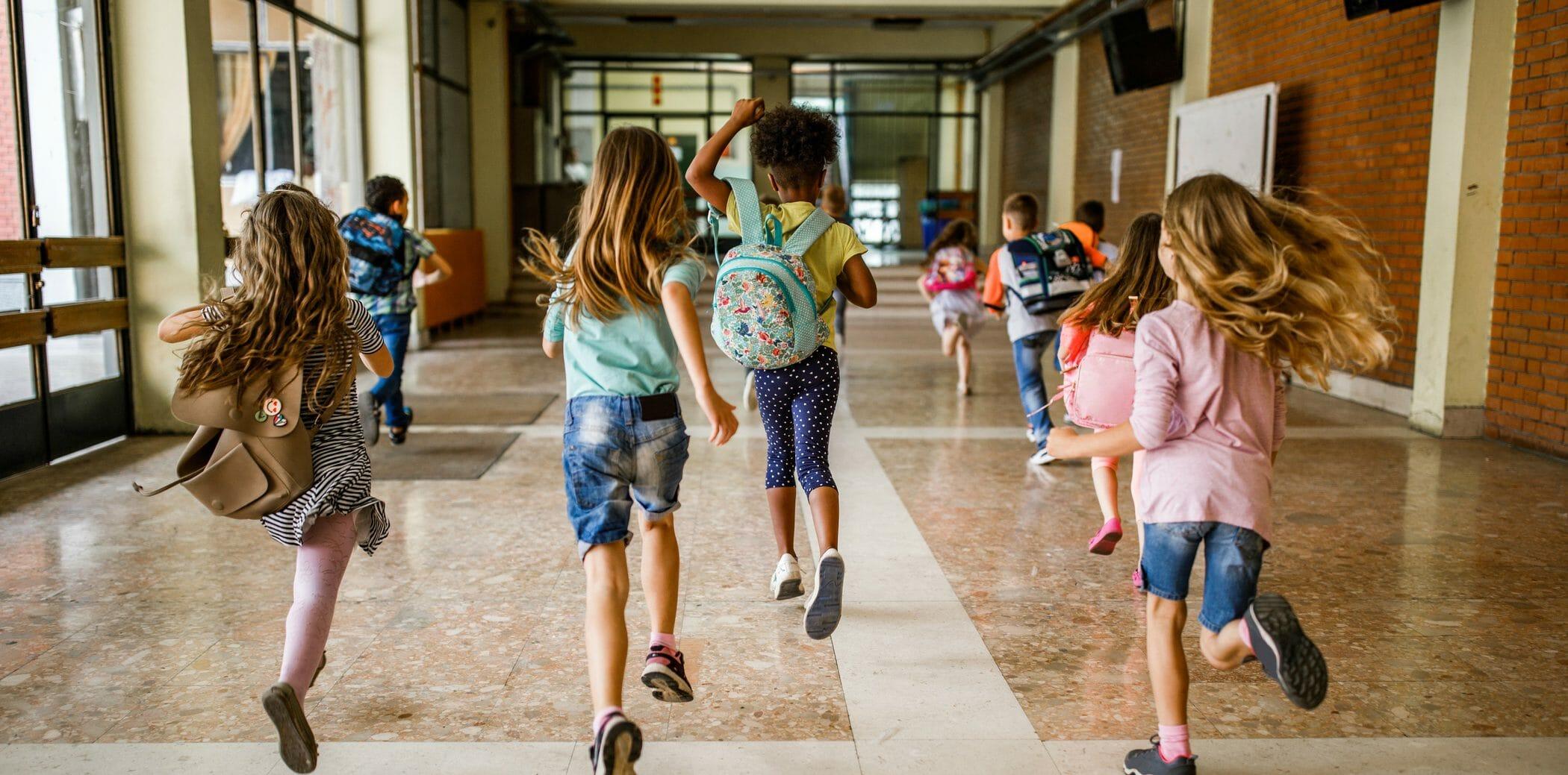 bambini scuola vacanze correre estate classe