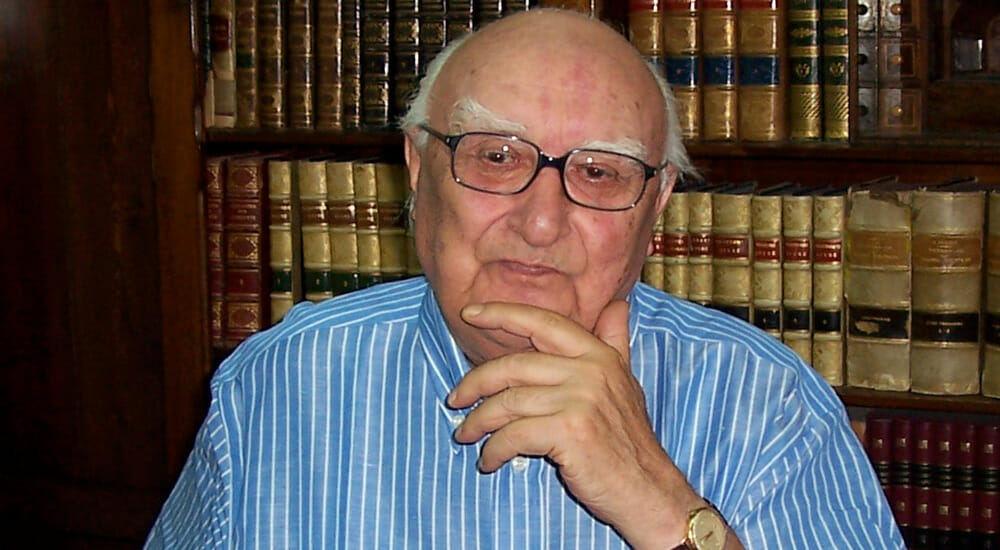 """Addio a Camilleri, il """"papà"""" di Montalbano"""