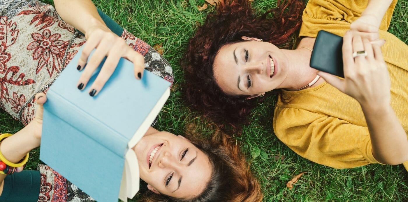 Idee regalo per lettori: le cover del telefono ispirate ai libri