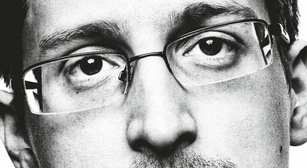 """""""Violati gli accordi di riservatezza"""": negli Usa il libro di Edward Snowden finisce in tribunale"""