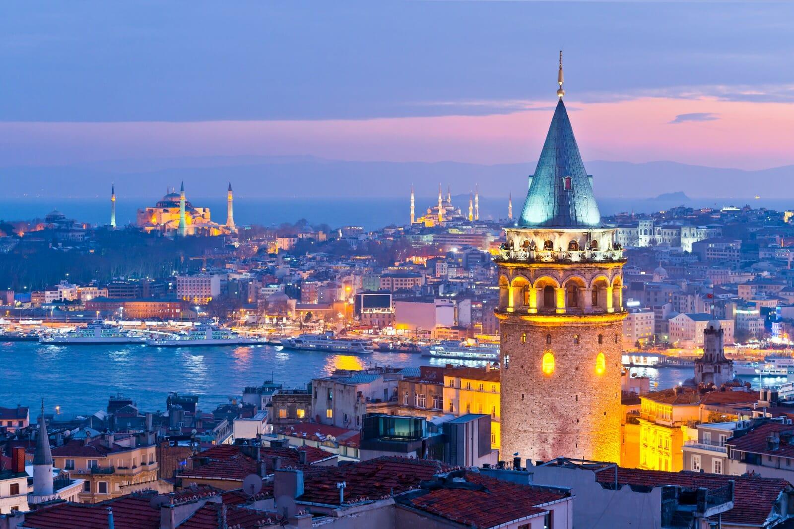 Istanbul vista dagli occhi di chi l'ha raccontata: una guida letteraria