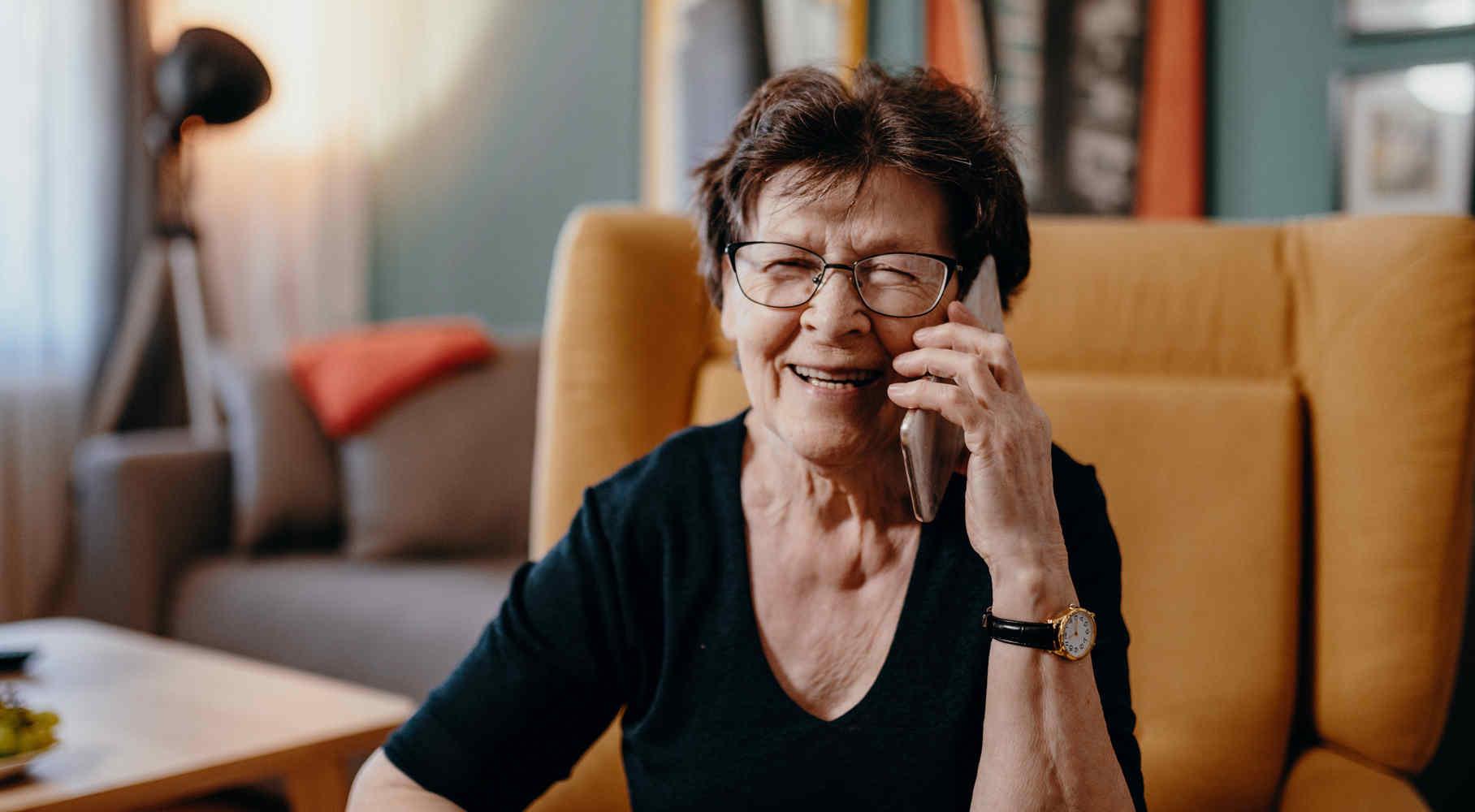 Leggere per gli altri e condividere storie (anche al telefono)