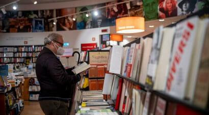 Quali sono i libri più venduti nel mondo nelle settimane del virus?