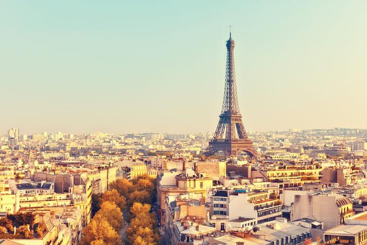 Parigi vista dagli occhi di chi l'ha raccontata: una guida letteraria