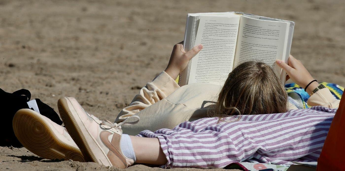 """Da """"tsundoku"""" a """"book hangover"""", da """"bibliosmia"""" a """"bookaholic"""": i neologismi sul mondo della lettura"""